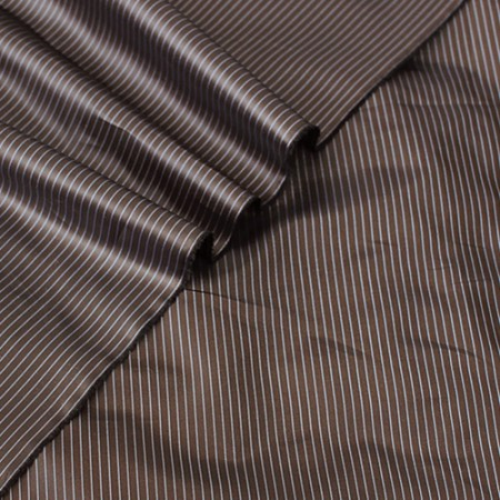 显著高密度聚斜纹条纹)的挡风玻璃和衬